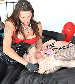 Jane teaches this sissy gimp how to suck on a strapon properly
