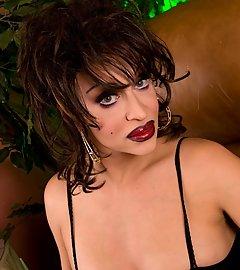 Gothic transsexual Kourtney posing her huge hard cock